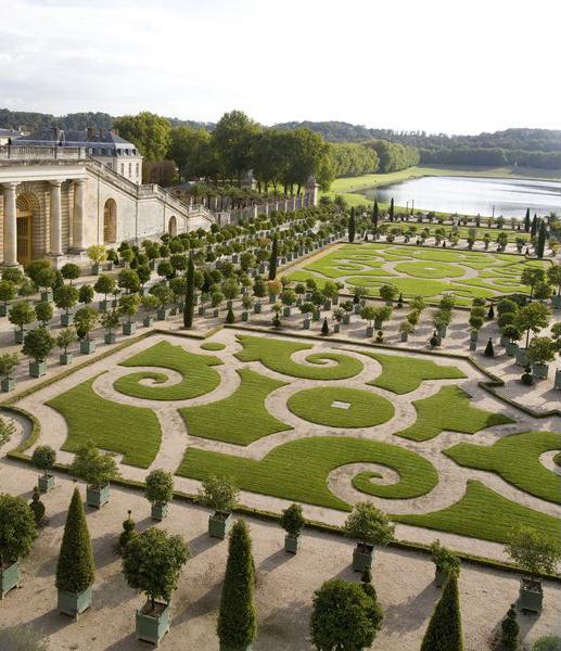 Версаль, восттановленные сады дворца телней резиденции королей французских
