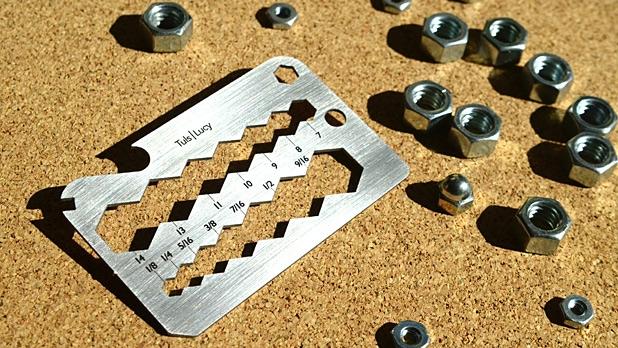 Tuls Stan - подставка для смартфона - измеритель диаметра гаек