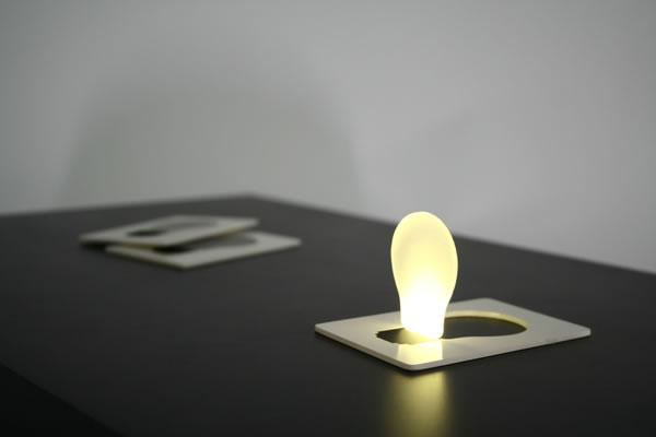 Тонкий светильник «Лампочка»