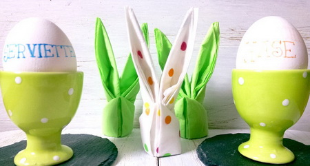 Как сделать зайца из салфетки для сервировки пасхального стола?