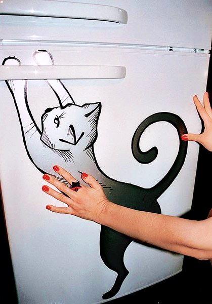 Как превратить обычный холодильник в креативное украшение на кухне