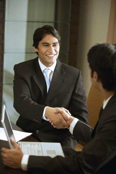 Обязательно помните о завязывании полезных служебных знакомств