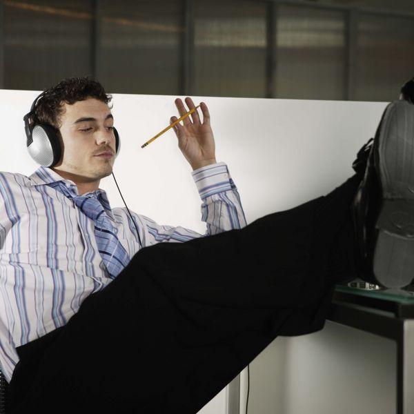 Не ведите себя в офисе, как самоуверенный придурок