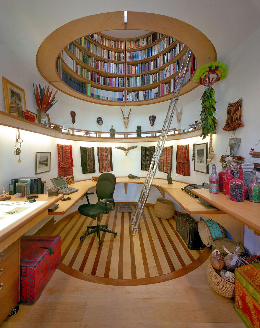 библиотека в потолке