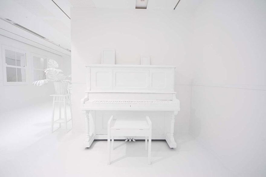 белая комната,...