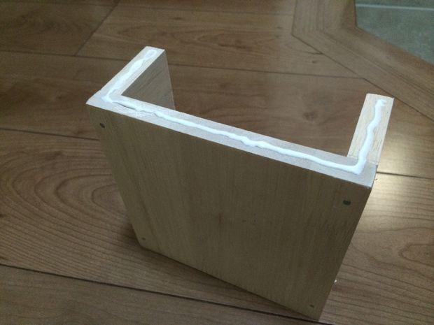 Собирая ящики, в основном используется хороший клей, а также немного гвоздей – только снизу