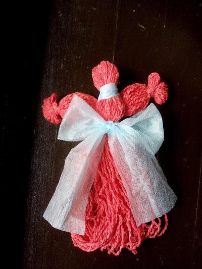 Как изготовить куклу-берегиню из пряжи
