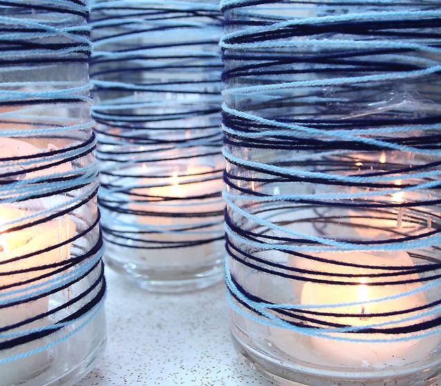Или не столь плотно пряжей двух цветов обматываем прозрачные стаканы, получая потрясающие подсвечники для чайных свечей.