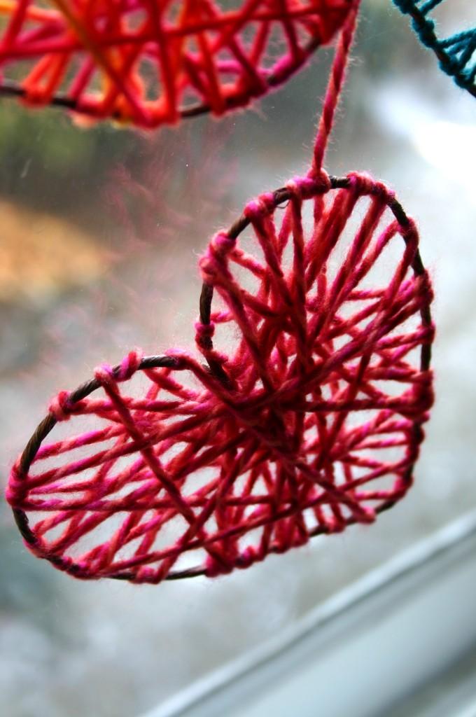 Контуры из проволоки, обмотанные пряжей - сердце