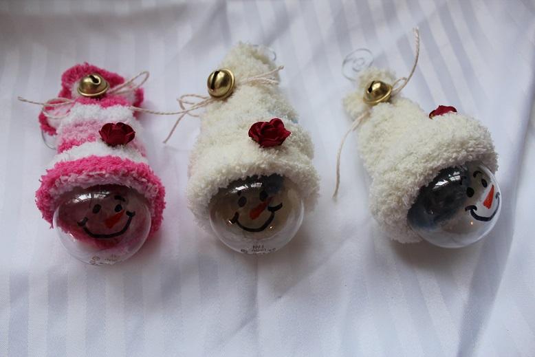 Сделано из детских носков и лампочек