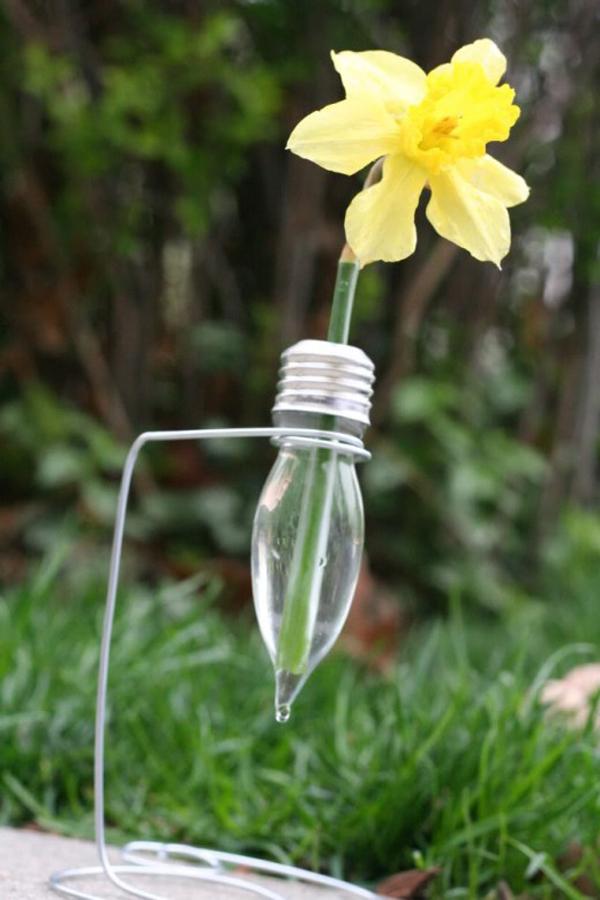 вазочки на проволочных подставках из лампочек накаливания