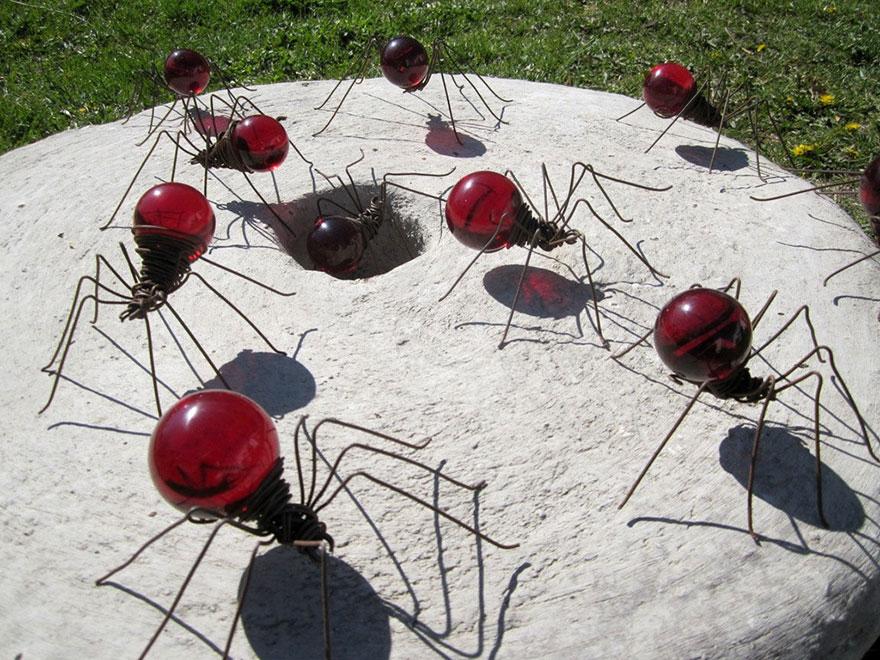 пауки из лампочек накаливания