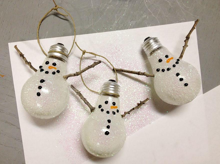 снеговики елочные игрушки из лампочек накаливания