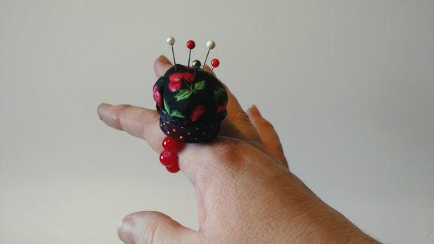 Как сделать грамотную игольницу в виде кольца на палец