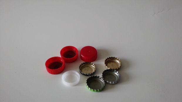 Пластиковая или металлическая крышечка от пластиковой либо стеклянной бутылки