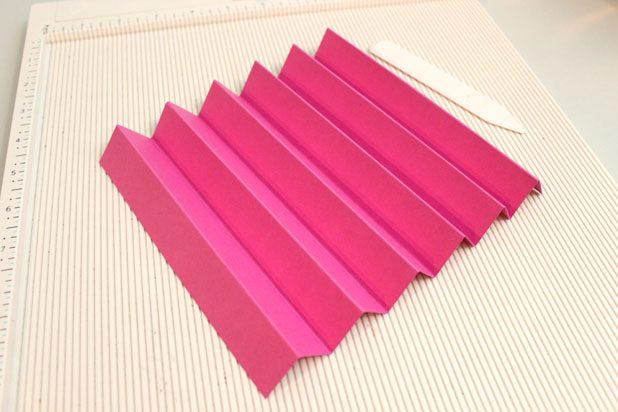 сложите прямоугольник из бумаги гармошкой