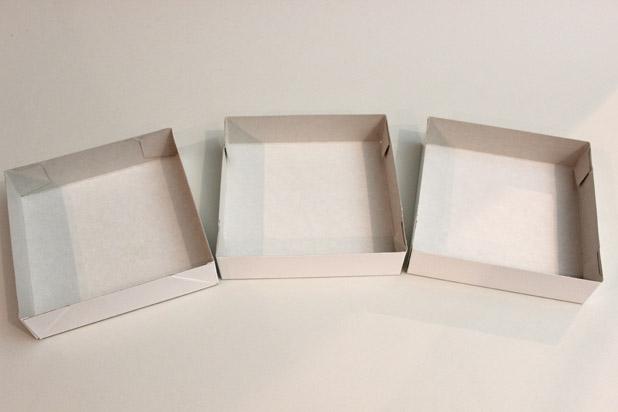 три картонные крышки