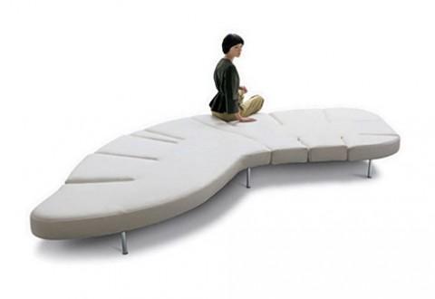 диван-раскладушка с множеством подвижных частей «Flap Sofa»