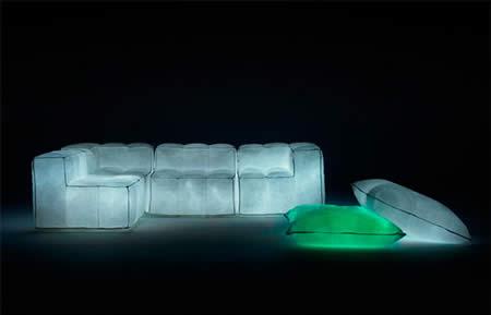 светящийся надувной диван из переработанных волокон