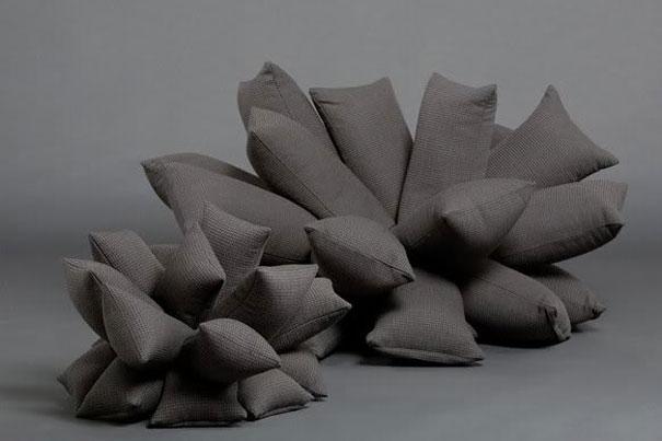 диван и кровать из подушек