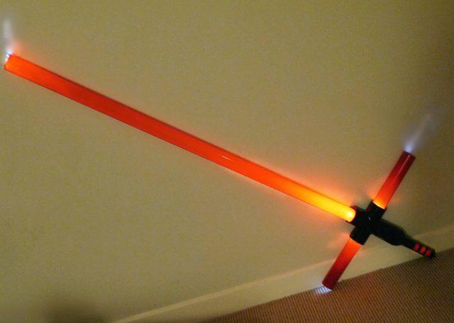 Готовый красный световой меч с крестовиной свомими руками