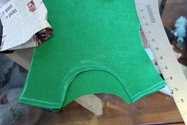 переведите выкройку на ткань, не забудьте про припуски для швов