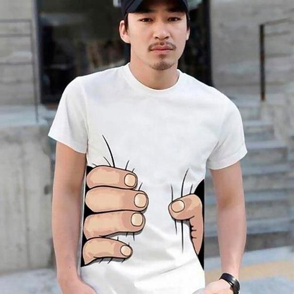 самые креативные футболки: футболка с рукой, схватившей за талию