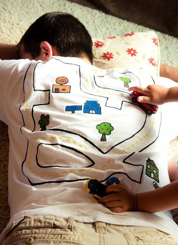 самые креативные футболки: карта для игрушечных машинок