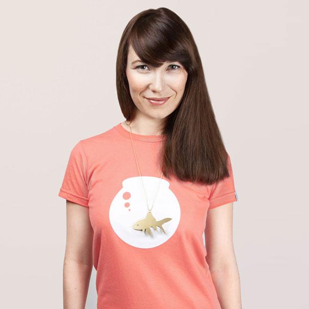 самые креативные футболки: золотая рыбка в аквариуме