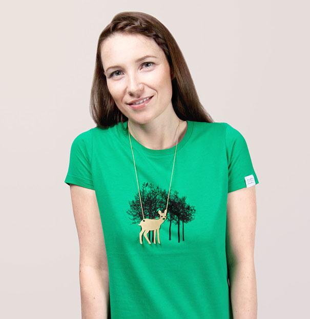 самые креативные футболки: с кулоном - олень в лесу