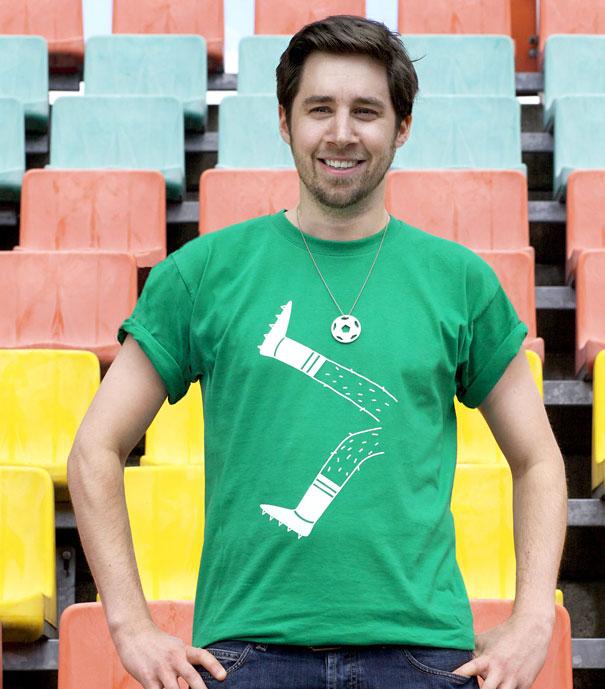 самые креативные футболки: мужская с кулоном игра в футбол