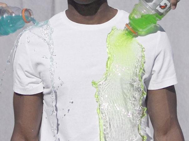 Идеально белая футболка с лозунгом «Ко мне не пристает грязь этого мира» - самоочищающаяся футболка