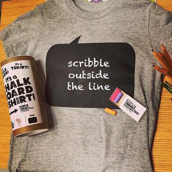 футболка с меловой доской, на которой можно писать