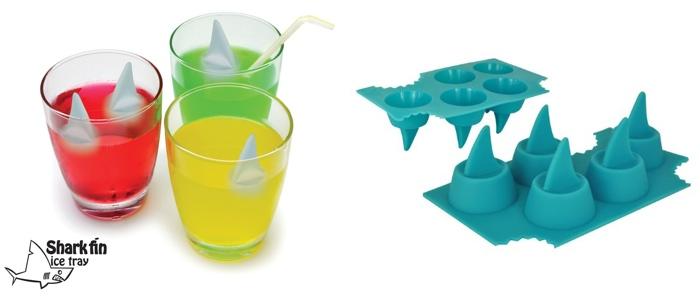 Оригинальные формочки для льда: акульи плавники