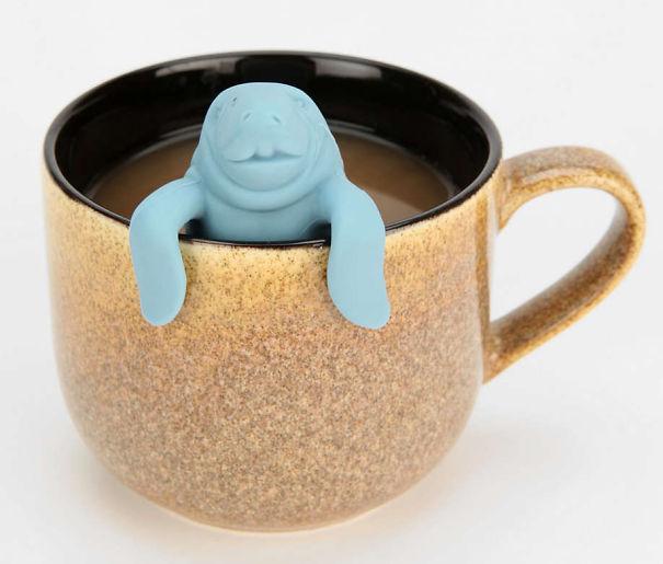 ситечко для чая в виде купающегося у вас в кружке ламантина. «Mana-Tea», тоже от Fred