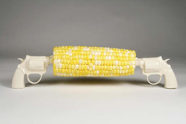 Лана Филиппоне (Lana Filippone), линейка креативных держателей для кукурузы - револьверы
