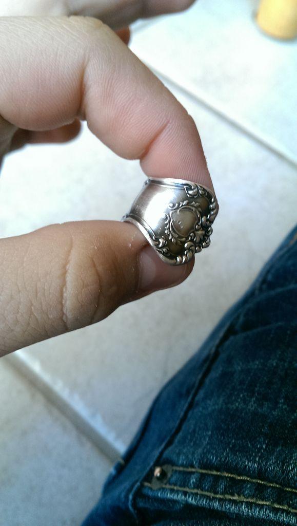 стоит отполировать кольцо, избавив его от темного налета
