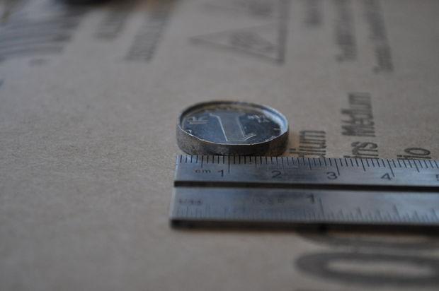 По мере работы молотком также периодически проверяйте новый диаметр монеты линейкой
