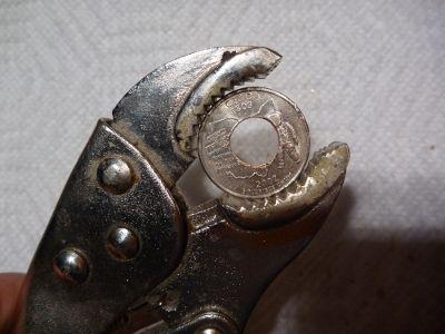 Продолжайте по аналогии далее до тех пор, пока отверстие не сравняется диаметром с самым маленьким размером на специальном конусе-шипе ювелиров (или пока не просверлите примерно половину диаметра монеты)
