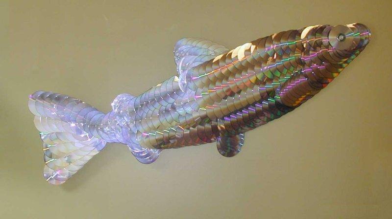 креативно использовать ненужные CD-диски: скульптуры Джорджа Рейдбо - рыба