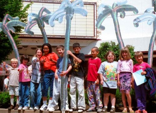 креативно использовать ненужные CD-диски: скульптуры Джорджа Рейдбо - пальмы