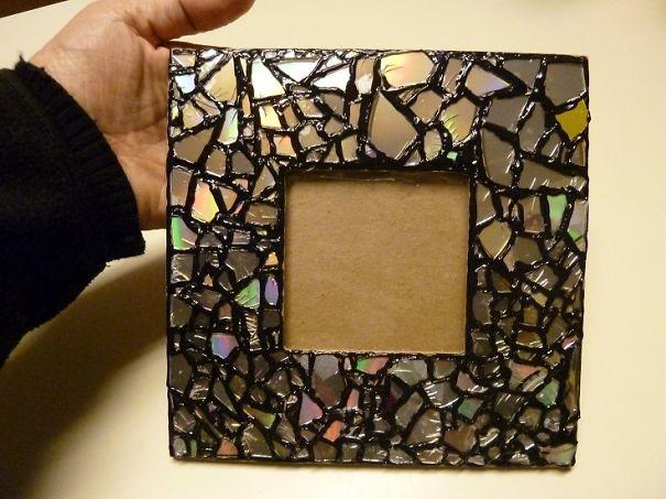 креативно использовать ненужные CD-диски: рамка для фотографий