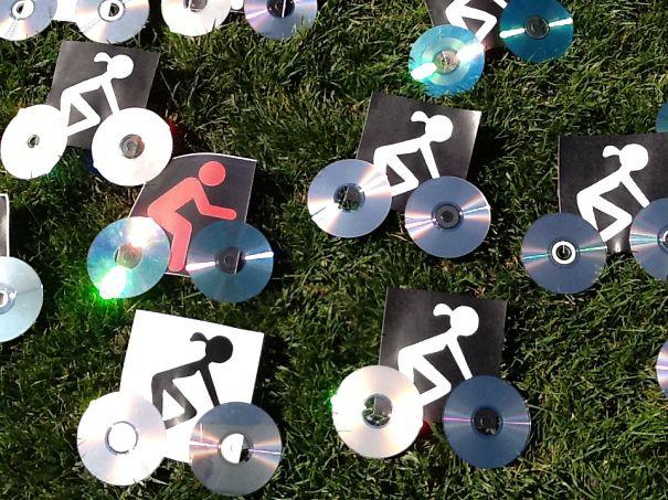 креативно использовать ненужные CD-диски: в рекламе