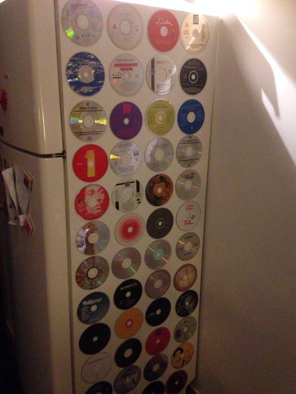 креативно использовать ненужные CD-диски: украсить бок холодильника