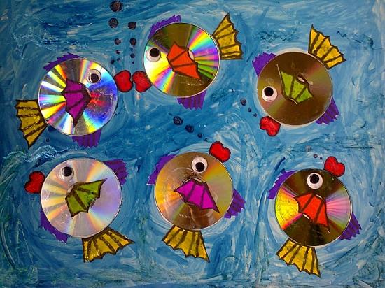 креативно использовать ненужные CD-диски: аппликации и картины на основе цельных CD-дисков на стенах для детской