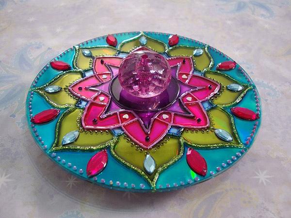 креативно использовать ненужные CD-диски: индийская техника декорирования