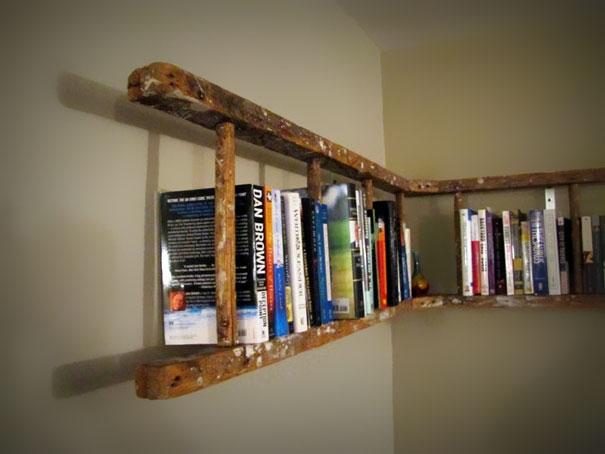 книжные полки из старой лестницы