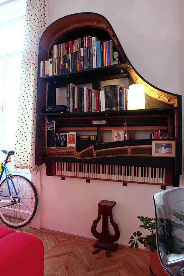 Из каркаса старого фортепиано получается ошеломительная творческая и атмосферная книжная полка