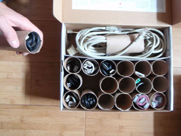 Из картонных цилиндров от туалетной бумаги можно сложить органайзер для ящиков