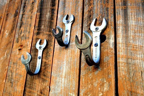 Гнутые гаечные ключи – те же настенные крючки